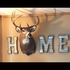 35 Fabulous Elk Decor Ideas For House Rustic Home Decor Decor Elk Fabulous House Ideas Deer Hunting Decor, Deer Head Decor, Deer Mount Decor, Hunting Decorations, Hunting Rooms, Trophy Hunting, Home Design, Rustic Decor, Farmhouse Decor