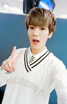 [TRANS]160901 UP10TION [ #환희 #HWANHEE] Today I'm going to change profile picture V  EngTrans cr:@TwoTwelvee