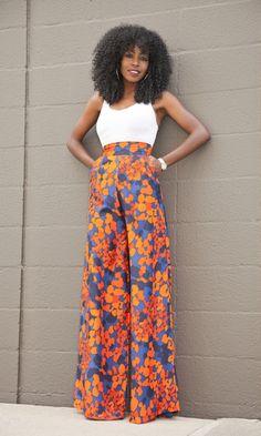 A pantalona tem um corte elegante e com a ajuda da cintura mais alta define a cintura e alonga as pernas. Se ela for estampada traz um pouco de criatividade.