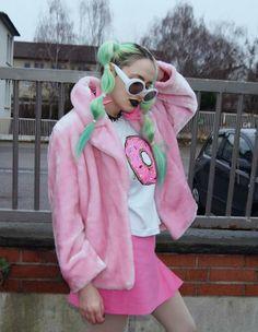 Norelle Rheingold - pink with green hair Harajuku Fashion, Kawaii Fashion, Cute Fashion, Look Fashion, Space Grunge, Pastel Grunge, Look Girl, Green Hair, Grunge Fashion