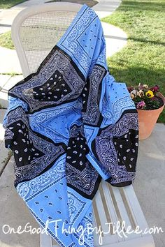 Make Your Own Super Versatile Bandana Quilt!
