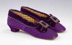 Vintage Shoes, Vintage Accessories, Vintage Outfits, Fashion Accessories, Victorian Shoes, Victorian Fashion, Vintage Fashion, Victorian Era, 1870s Fashion
