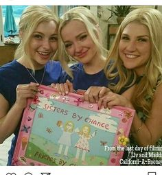 Dove cameron and her doubles in liv and maddie ! So devastated that the show is finished Dove Cameron Style, Dove Cameron Sister, Liv Rooney, Old Disney Channel, African Dresses For Kids, Disney Decendants, Thomas Doherty, Disney Shows, Cameron Boyce