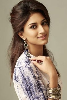Erica Fernandes is a well known daily soap actor. She has won a famous beauty pageant too. She is very popular for several roles in films too. Beautiful Girl Indian, Beautiful Indian Actress, Indian Film Actress, Indian Actresses, Prettiest Actresses, Beautiful Actresses, Beauty Pageant, India Beauty, Celebs