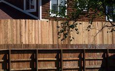 ¿Tienes problemas con tus vecinos? Descubre como eliminar la mala energía de los vecinos. Curas feng shui para malos vecinos,soluciones prácticas y simples Estate Law, Real Estate, Consejos Feng Shui, Fen Shui, Fence Stain, Yard, Exterior, Outdoor Decor, Fences