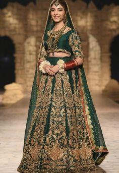 Pakistani Formal Dresses, Pakistani Outfits, Indian Dresses, Pakistani Mehndi, Mehendi, Indian Outfits, Bridal Mehndi Dresses, Bridal Outfits, Bride Dresses