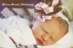 """Easy to make newborn baby """"it's a girl"""" bow. Would be too cute for hospital pic @Savannah Alvey."""