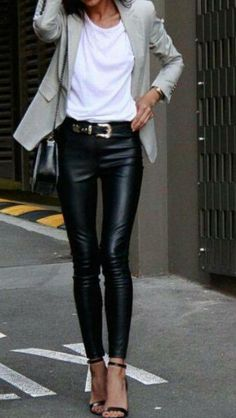 Comment choisir et porter un skinny cuir ? How to choose and wear a skinny leather? In this article, discover all the ideas of outfits! Adrette Outfits, Legging Outfits, Casual Fall Outfits, Classy Outfits, Fashion Outfits, Womens Fashion, Fashion 2018, Fashion Clothes, Fashion Fashion