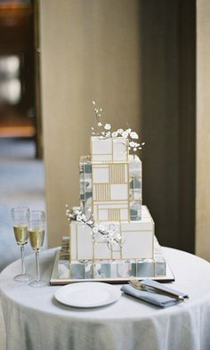 8 Square Wedding Cakes Perfect For A Modern Couple #weddingcakedesigns