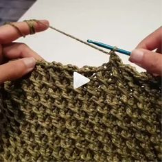 How to knit bag stitch video tutorial Crochet Clutch, Crochet Handbags, Love Crochet, Crochet Motif, Knit Crochet, Crochet Stitches Patterns, Knitting Patterns, Free Knitting, Knitting Projects