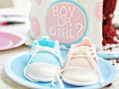 These gender reveal party games will give your guests a great time until you reveal the gender. There are games of prediction, trivia, and more. Simple Gender Reveal, Gender Reveal Party Games, Gender Party, Baby Shower Gender Reveal, Reveal Parties, Easy Baby Shower Games, Simple Baby Shower, Free Baby Stuff, New Baby Products