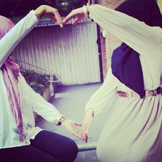 friends in hijab 👭Pin/♥ShonaDoll♥ Video Hijab, Hijab Dpz, Girlz Dpz, Arab Fashion, Islamic Fashion, Female Fashion, Silly Faces, Videos Tumblr, Hijabi Girl