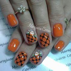 Unha diferente de Marajuara Corrêa.  Different nail. Uña diferente. Unghie different.