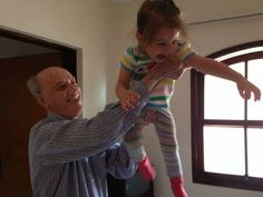 Myla playing with Bisavo Laerte