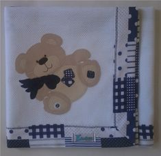 Manta em piquet com barrado em tecido e patch apliquée 100% algodão.  *Para outras cores de piquet consulte preço e disponibilidade. ***As cores para o tecido do barrado e o tema para o aplique pode ser escolhidas. ****A medida da manta pode ser alterada. Consulte preço e disponibilidade. R$ 62,90