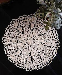 Crochet Doilies, Tree Skirts, Christmas Tree, Holiday Decor, Crochet Motif Patterns, Crochet Table Runner, Groomsmen, Towels, Buen Dia