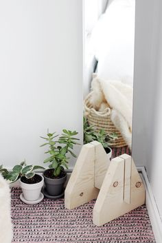 Brilliant idea for a DIY Minimal Floor Mirror @themerrythought