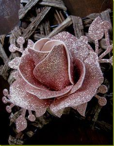 rosa in gomma eva - Bing images Tissue Paper Flowers, Paper Roses, Felt Flowers, Diy Flowers, Fabric Flowers, Foam Sheet Crafts, Foam Crafts, Diy Crafts, Gold Glitter Paper
