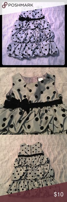 4T, Silver, Black Polka Dot, Formal Dress 🎁Christmas is coming🎁 This old navy dress features Black velvet polkadots and a black velvet bow at the waist. It is in excellent condition and has only been worn once. Would be perfect for Christmas pictures or holiday parties. Old Navy Dresses Formal