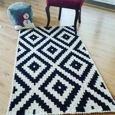 Crochet rug yarn carpets ideas for 2019 Knit Rug, Rug Yarn, Crochet Home Decor, Diy Crochet, Diy Carpet, Rugs On Carpet, Rope Rug, Crochet Rug Patterns, Crochet Carpet