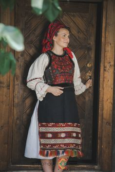 Folk Costume, Costumes, Traditional Outfits, Alter, Floral, Dress Up Clothes, Fancy Dress, Flowers, Costume