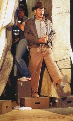 Harrison Ford taking the leap of faith on the set of Indiana Jones and the Last … Harrison Ford dando el salto de fe en el set de Indiana Jones y la última cruzada Henry Jones Jr, Harrison Ford Indiana Jones, Indiana Jones Films, Steven Spielberg Movies, Indiana Jones Adventure, Superman, Adventure Style, Adventure Movies, People