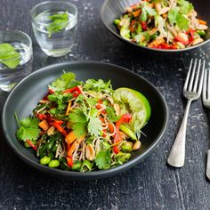 Sesame Soba Noodle and Edamame Salad with Miso Ginger Dressing Asian Recipes, Healthy Recipes, Ethnic Recipes, Healthy Food, Miso Ginger Dressing, Edamame Salad, Healthy Cook Books, Noodle Dish, Toasted Sesame Seeds