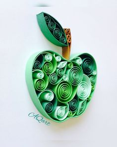 Unique colorful paper quilling art for any occasion! Quilling Butterfly, Quilling Work, Paper Quilling Jewelry, Origami And Quilling, Paper Quilling Designs, Quilling Paper Craft, Paper Crafts Origami, Quilling Patterns, Paper Quilling For Beginners