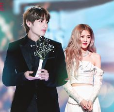 Bts Girl, Kpop Couples, Rose Park, Blackpink And Bts, Soyeon, Mom And Dad, Girl Group, Taehyung, Idol