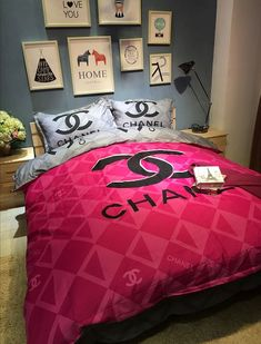 Chanel Bedding, Luxury Bedding, Bed Covers, Duvet Cover Sets, Room Ideas Bedroom, Room Decor, Glam Room, Bed Sets, Coco Chanel