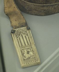 Ivory belt-end, medieval photo baelte-ende_middelalder.jpg
