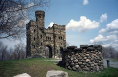 Bancroft Tower – Worcester, Massachusetts   Atlas Obscura Real Castles, Famous Castles, Cool Places To Visit, Places To Travel, Worcester Massachusetts, Waltham Massachusetts, States In America, Central America, United States