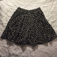 Navy and white floral skirt In excellent condition Brandy Melville Skirts