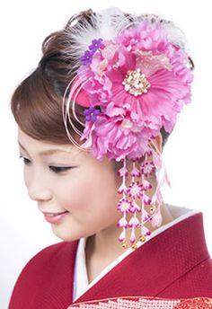 Kanzashi, japanese traditional hair ornament Cloth Flowers, Silk Flowers, Fabric Flowers, Geisha, Shibori, Asian Inspired Wedding, Kanzashi Tutorial, Wedding Kimono, Kimono Pattern