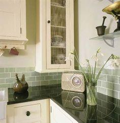 Shaker-style kitchen Cream Retro shaker-style kitchen - this also looks lovely - I know they like green also.Cream Retro shaker-style kitchen - this also looks lovely - I know they like green also. Kitchen Paint, Kitchen Backsplash, Kitchen Countertops, New Kitchen, Kitchen Decor, Kitchen Cabinets, Dark Counters, Backsplash Ideas, Granite Kitchen