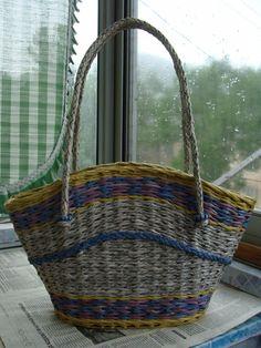 (25) Одноклассники Newspaper Bags, Newspaper Basket, Newspaper Crafts, Paper Weaving, Weaving Art, Recycled Paper Crafts, Art N Craft, Handmade Bags, Paper Goods