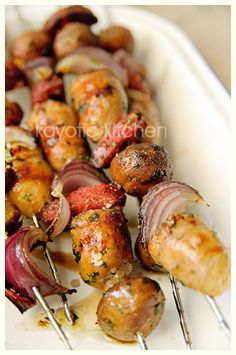 Sausage, Onion and Mushroom Kabobs  6 wooden or metal skewers  6 small sausages (mine were Italian flavor)  12 chestnut mushrooms  2 small red onions  6 thick salami slices  1 large garlic clove  handful flat-leaf parsley  black pepper  6 tbsp oil  salt