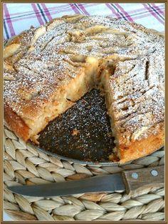 """{ Σήμερα σας έχω την πιο αφράτη..τη πιο μυρωδάτη και τη πιο """"μηλόπιτα"""" από όλες τις μηλόπιτες που έχετε δοκιμάσει! Τραγανή απ έξω και ζουμε... Greek Sweets, Greek Desserts, Apple Desserts, Greek Recipes, Desert Recipes, Apple Recipes, Sweets Recipes, Cooking Recipes, Greek Cake"""