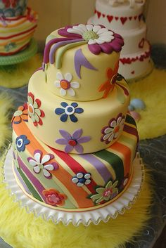 Flower Power Cake by saskia nollen, via Flickr
