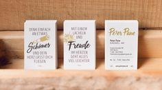 Visitenkarten Design mit unterschiedlichen Zitaten zur Erlebbarkeit der Peter Pane Markenwelt. Business Card Design with quotes to communicate brand behavior. Design by Redeleit und Junker | Fonts: Intro Rust, Boutique