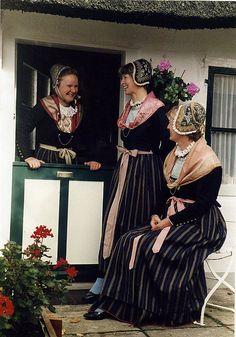 1989 Drei Blankeneserinnen in Festtagstracht #Blankenese #Hamburg