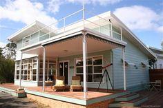 kath and ken's beach house, sorrento Beach Bungalow Exterior, Exterior House Colors, Retro Beach House, Mid Century Exterior, Moore House, Beach Bungalows, Beach Cottages, Beach Houses, Beach Shack