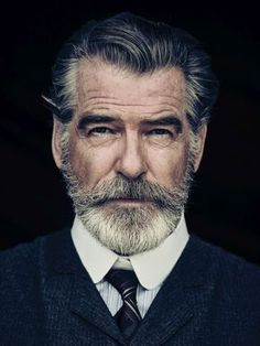 Portrait Photography Inspiration Picture Description Pierce Brosnan Jokes His Wife Is 'Very Fond' of the Beard He Grew for 'The Son'. Men's Healthy Foto Face, Foto Glamour, Hair And Beard Styles, Hair Styles, Short Beard Styles, Beard Styles For Men, Beard No Mustache, Beard Care, Beard Growth