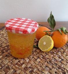 La #confiture #orange citron : une recette facile : La saison des agrumes est l'occasion de préparer des confitures et gelées acidulées qui réveillent les papilles. Nous vous proposons de découvrir une recette facile pour préparer une savoureuse confiture orange citron.