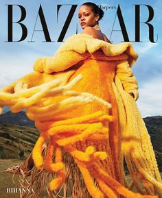 "15 k mentions J'aime, 128 commentaires - Harper's BAZAAR (@harpersbazaarus) sur Instagram : ""Even in quarantine, Rihanna's style prevails. Here, the fashion icon models bold fringe pieces on a…"""
