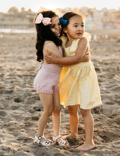 Introducing Wunderkin Co.'s 2017 Summer Collection. Releases on June at MT. Classic hair bows for your baby, toddler, or little girls adventurous soul and free spirited style. Handmade in the USA and guaranteed for life. Toddler Girl Style, Toddler Girl Outfits, Toddler Fashion, Kids Outfits, Vintage Kids Fashion, Little Girl Fashion, Misha And Puff, Stylish Kids, Girls Wear