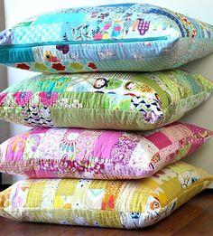 Lindos conejos de tela con tres versiones diferentes de patrones. Como en la foto se puede hacer conejos convariostipo de tejido o tela y accesorios ocomplementos. El patrón lo puedes adaptar al tamaño deseado e incluso para utilizarlos como cojín en habitaciones o cuartos infantiles.  Moldes para hacer cojines o almohadas emoticonesDIY …