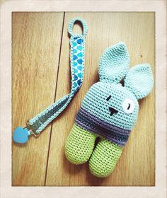 """Barselsgave til lille Mads - kanin med """"knas"""" i ørene og en sutte-snor - Handmade by LS www.lisbeth-s.dk"""