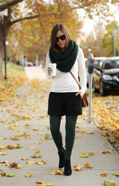 Black Jeans Outfit Winter, Tights Outfit Winter, Winter Outfits, Cool Outfits, Casual Outfits, Winter Shorts, Green Tights, Colored Tights, Shorts With Tights