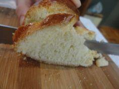 Sempre tive receio de fazer pão..todas as minhas tentativas davam errado: ficavam duros, secos, com muito gosto de farinha, com muito gosto de fermento..cada hora era uma coisa! Até que encontrei essa receita no blog da Ana Sinhana, e me apaixonei!